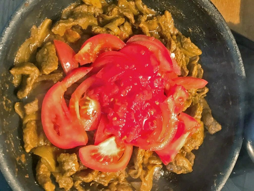 Add tomatoes to lamb